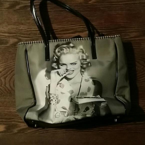 c6f4ae11a0 Guess Handbags - Marilyn Monroe guess purse