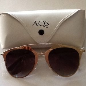 AQS Accessories - Trending  Brow Sunnies in Black and Gold🕶👙🌊🏖
