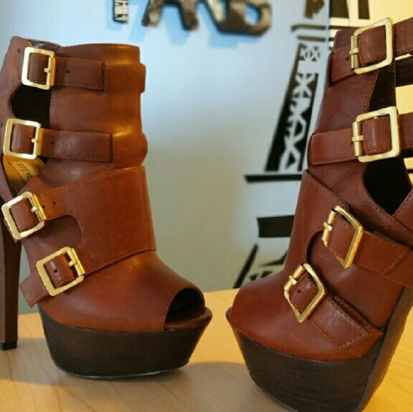 Steve Madden Shoes - Super stylish ankle booties: Cognac leather
