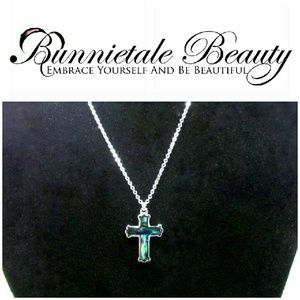 Jewelry - Silver Tone Cross Pendent Necklace