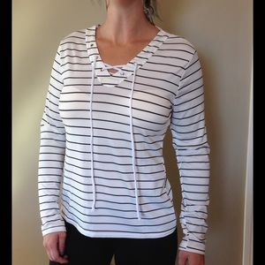 Boutique Tops - NEW tie up top, white with black stripes 💕