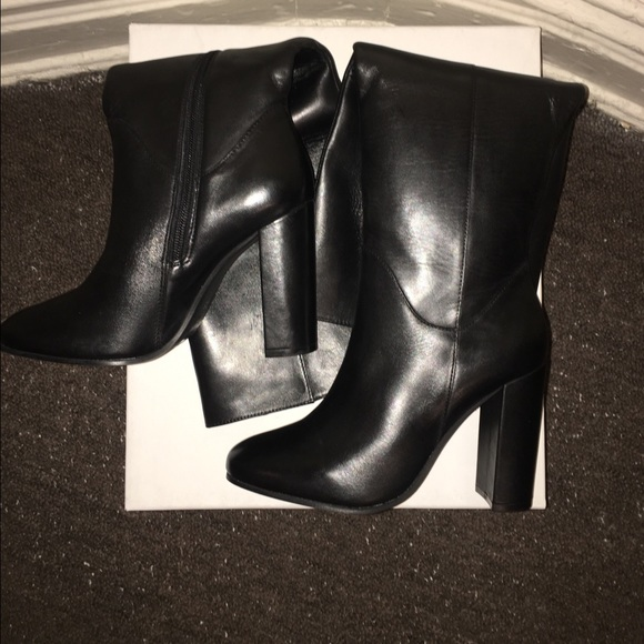 36c9bfb330a BRAND NEW   Romani  Black Leather Knee-boots 7.5
