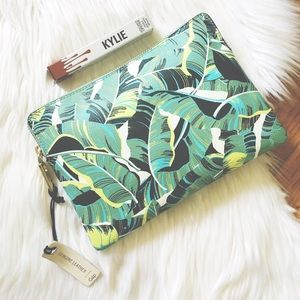 Banana Leaf Leather Zip Gap Clutch