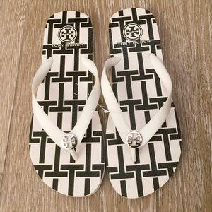 bf0f13b2ad662 Tory Burch Shoes - Tory Burch Flip Flops White T Basket