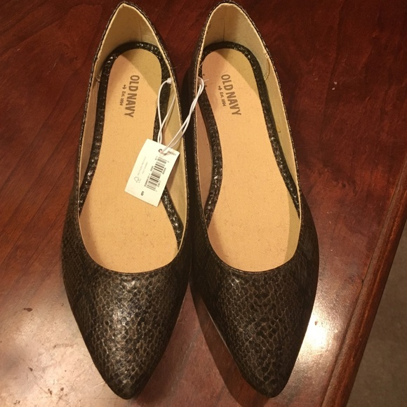 7aac93fe3d2 Snakeskin print brown Old Navy flats. NWT