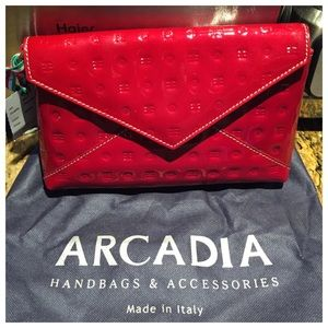 Arcadia Handbags - Italian Designer ♥️Arcadia Patent Envelope Clutch
