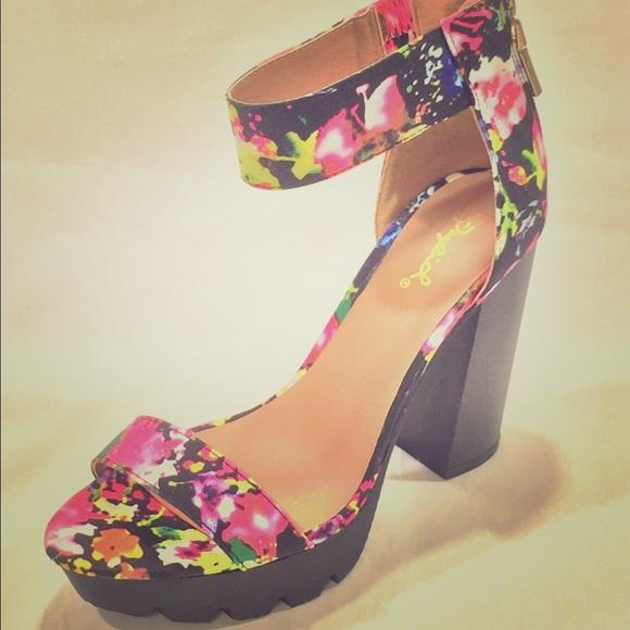 07d2813b64a NWOB Qupid multi color chunky heel platform sandal.  M 572430deea3f36f70301bede