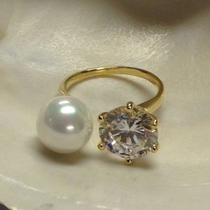 Ring CZirconia and Perl 18k Gold Plate