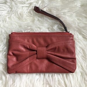 Zippered wristlet with bow