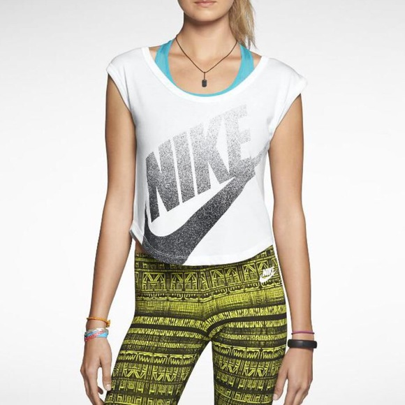 63 off nike tops nike crop top from aps 39 s closet on. Black Bedroom Furniture Sets. Home Design Ideas