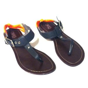 385 Fifth Shoes - Casual Thong T-Strap Sandals
