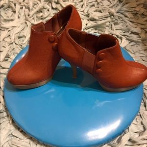 Unlisted Shoes - Darling brown heels by Unlisted.