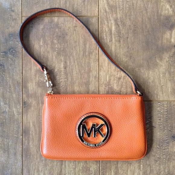 Michael Kors Handbags - Michael Kors Fulton Leather Wristlet
