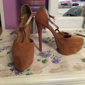 Erge Shoes - Tan high pump platforms