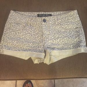 Celebrity Pink Pants - Celebrity shorts