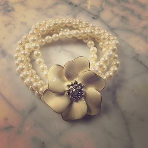 Vintage stretch pearl flower bracelet