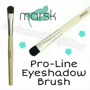Marsk Other - Marsk Pro-Line Eyeshadow Brush