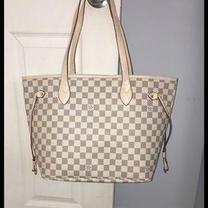 Handbags - Louis Vuitton tote