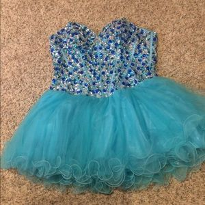 Alyce Paris Dresses & Skirts - Sweet 16/Prom/homecoming dress.  Beaded corset.😍