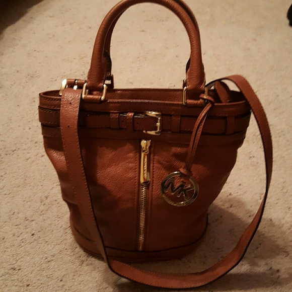 Michael Kors Leather Bucket Bag. M 57266778522b453d1500bca8 cf3b92c1f3896