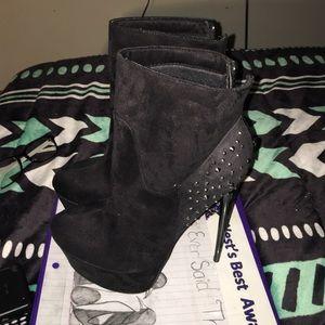 Black sparkled platform boots