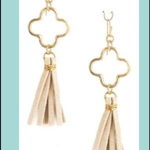 Gold pendant with ivory tassel earrings