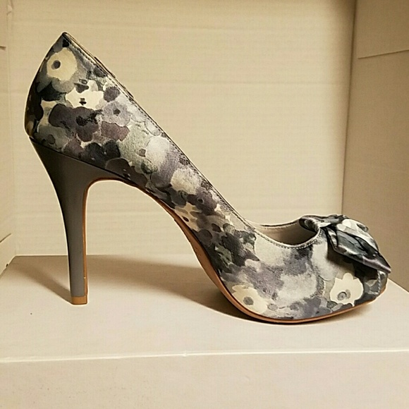 72 off shoes grey gray floral white blue heels bow