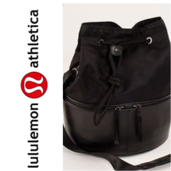 255ba4004dc302 lululemon athletica Handbags - Lululemon Method black bucket gym bag purse  EUC!