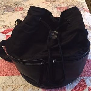 e40bdf9f088c2d lululemon athletica Bags - Lululemon Method black bucket gym bag purse EUC!