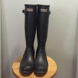 Graphite hunter boots
