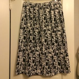 Gap Factory Black and white midi skirt