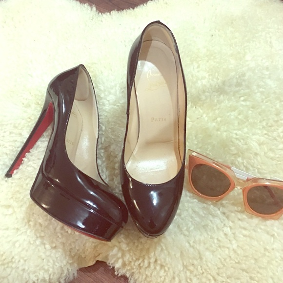 Christian Louboutin Shoes - 🔥HP🎉100% Auth. Christian Louboutin Style a56dcd9a7dc1