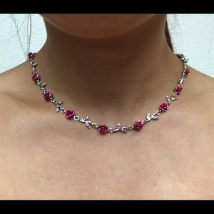 Beautiful and classy pink roses necklace