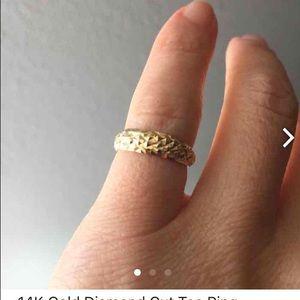 Jewelry - SOLD‼️‼️14K Gold Diamond Cut Toe Ring