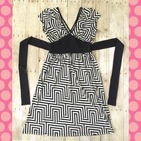 Eyeshadow Dresses & Skirts - Fun Black and White Geometric Tie Back Dress