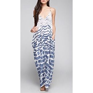 Dresses & Skirts - Cocoon style gray patterned maxi dress