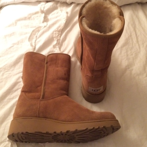 Amie Classic Slim Water Resistant Short UGG Boot.  M 57294a684e8d172626011618 80cbeeab41