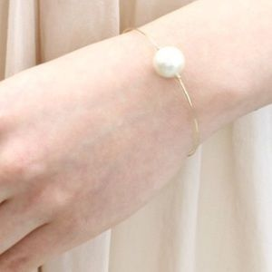 Pearl bracelet 2 hr sale