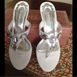 Matisse Shoes - NEW MATISSE WHITE JEWEL SLIP IN THONG SANDAL HEELS