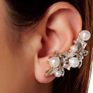 T&J Designs Jewelry - 🆕 Pearl Cluster Ear Cuff and Stud Set