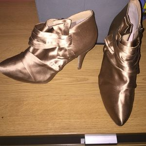 Shoes - Gold Heels with bow