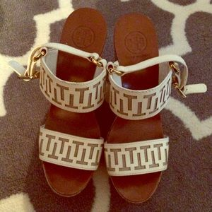 ✨HP✨ Authentic Limited Edition Tory Burch Wedges
