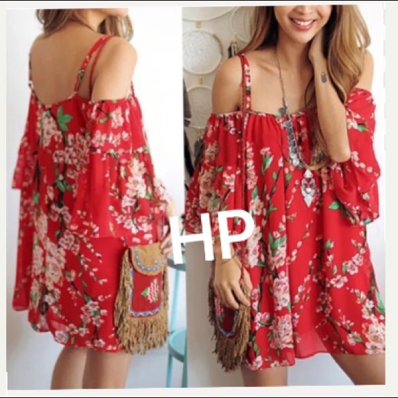 8f5b77b9241517 HP 7 23🌺Sexy Red Pattern Shoulderless Top