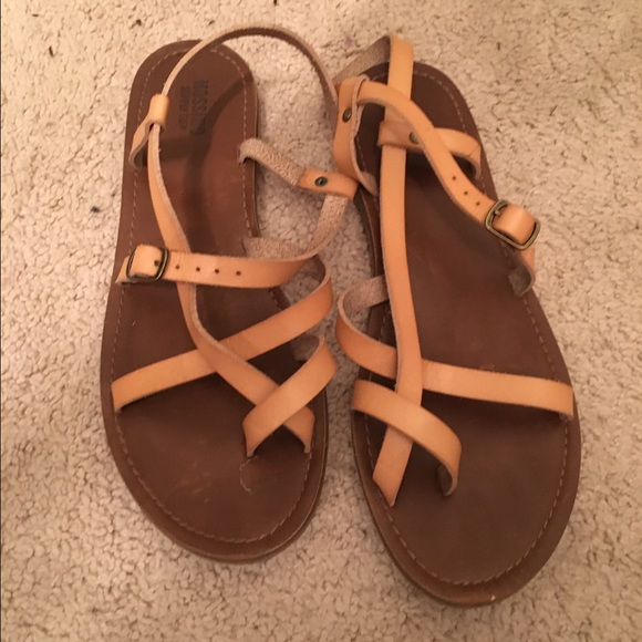 b85dd575f Mossimo Sandals. M 572a9f1f4225be1f72004335