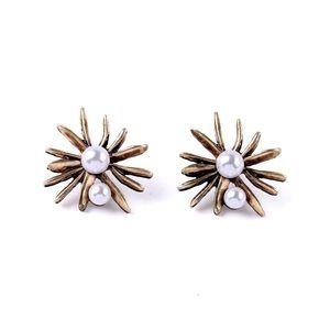 Jewelry - Flower antigue gold+pearl stud earrings