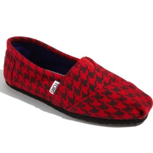dec8caa318f NWT Red and Black Houndstooth TOMS