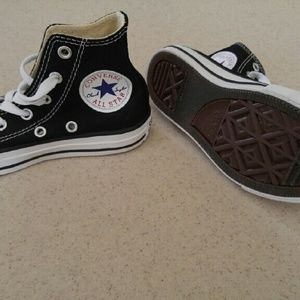TODDLER converse shoes size 11c