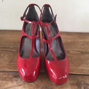 Red patent leather block heels size 7 by Via Spiga