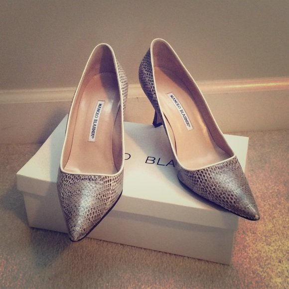 Manolo Blahnik Shoes - SALE! 💥Manolo Blahnik snakeskin pumps!