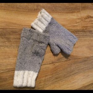 American Eagle Outfitters Accessories - American Eagle Grey & White Fingerless Gloves